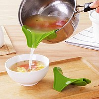 Anti-spill Silicone Slip On Pour Spout  for Pots, Pans, Bowls and Jars