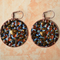 Handmade round copper earrings painted with enamels