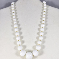 White and gold necklace, 1950s vintage necklace, white plastic bead necklace, vintage costume jewelry, nautical style necklace