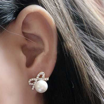 Bow Pearl Earrings