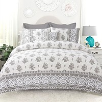 Full / Queen 4-Piece Reversible Grey White Cotton Quilt Set with Decorative Pillow and 2 Shams