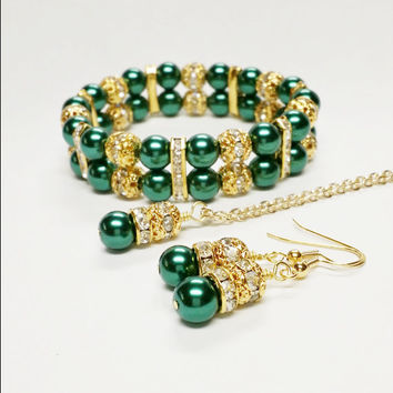 Emerald Green Pearl Necklace Set / Bridesmaid Jewelry / Green and Gold Wedding / Pearl Wedding Jewelry / Bridal Jewelry / Green Wedding