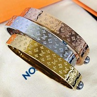 LV Louis Vuitton Classic Letter Engraving Fashion Lady Bracelet