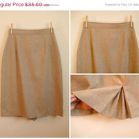 25% Sale 70's Beige Tweed Pencil Skirt. Wool. High Waist. Back Inverted Box Pleat. Small S 4