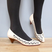 s a l e 1980s ivory TRIANGLE cut outs low heels 7.5