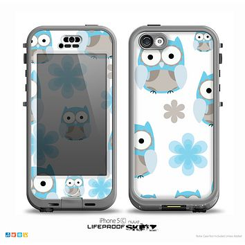 The Multicolored Shy Owls Pattern on White Skin for the iPhone 5c nüüd LifeProof Case