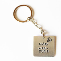 """Personalized 'Dad est."""" Keychain.New dad gift idea.Personalized keychain for dad.Custom dad gift idea.Fathers day keychain.Fathers day gift"""