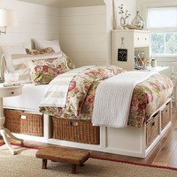 STRATTON BED WITH BASKETS