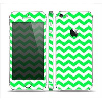 The Green & White Chevron Pattern Skin Set for the Apple iPhone 5