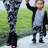 Mommy and me yoga pants, black and gray leggings, mother and daughter outfits, matching mommy daughter,mom and baby, workout pants, exercise