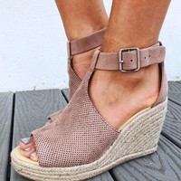 Live It Up Wedges: Dusty Mauve