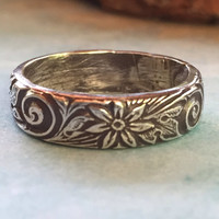 Daisy Pattern Ring in Sterling Silver