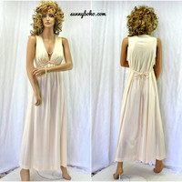 Vintage lingerie 70s nightgown size S 1970s Vanity Fair gracefully sexy peach long night gown lace nylon maxi negligee SunnyBohoVintage