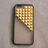 Studded iPhone 5/5c Case,Iphone 4/4s/5/5s/5c case, golden Pyramid Studs black Frosted Translucent iPhone case,Studded Cases