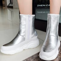 New hot sales of comfortable flat and thick bottom low boots