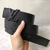 Louis Vuitton LV Classic Metal Logo Letter Buckle Pure Black Belt Fashion Men's and Women's Belts