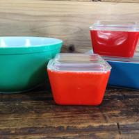 Pyrex Primary Color Mixed Collection, 2 Red & 1 Blue Refrigerator Dishes, Green Nesting Bowl, Pyrex 7 Piece Instant Collection