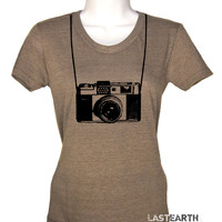 Womens Camera T Shirt I Shoot People With My Camera T Shirt Photographers Gifts For Her Outdoors Photography Joke T Shirts Ladies T Shirt