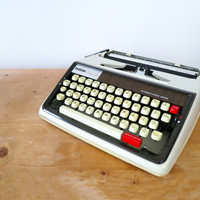 1970s Portable Brother Deluxe 1350 Typewriter. Fully Working, Includes Carry Case. Manufactured circa 1970. Brown Design.