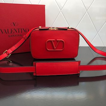 VALENTINO WOMEN'S LEATHER INCLINED CHAIN SHOULDER BAG