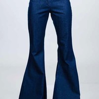 These high waist bell bottom jeans feature solid denim blue coloring, no pockets, no belt loops, ultra flare, and finish with a concealed side zipper and eye hooks closure.