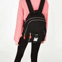 MESH BACKPACK WITH PULL-TABS DETAILDETAILS