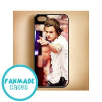 Harry Styles pointing iPhone 4/4s 5/5s/5c & iPod 4/5 Rubber Case