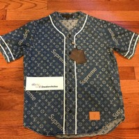 One-nice™ LOUIS VUITTON x SUPREME LV Monogram Blue Denim Baseball Jersey MEDIUM M