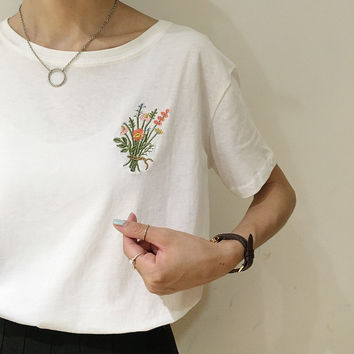 Japanese Brief Flower Embroidery Women T shirt Casual Loose Summer New Fashion Tops Short Sleeve O-neck Ladies T-shirts 62756