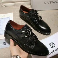 Givenchy 2018 autumn and winter new pointed show catwalk fashion rivets women's shoes Black