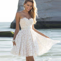 Sexy Strapless Floral Lace A-Line Pleated Short Bridesmaid Dress