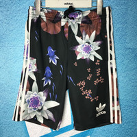 Adidas Woman Big Floral Print Sports Leisure Shorts (5 Points Long)