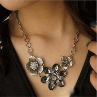 deals] New Fashion Vintage Crystal Flower Silver Chain Statement Bib Necklace Jewelry (Color: Silver) = 5988117953