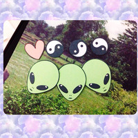 Aliens ying yang stickers (set of 7)