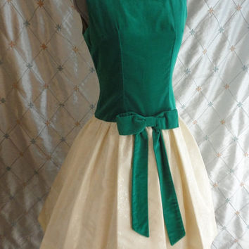 ON SALE 60s Dress // Vintage 1960s Emerald Green and Ivory Party Dress with Damask Full Skirt and Rich Velveteen Top Size M 29 waist