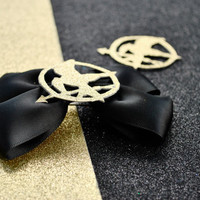 Hunger Games inspired mockingjay stunning black and gold medium size hair bow, hunger game tribute