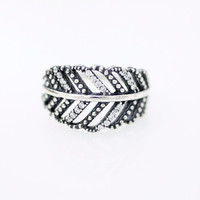 925 Sterling Silver Delicate Big Leaf statement ring detailed with cub