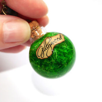Gillyweed in a Round Glass Bottle Pendant Necklace. Harry Potter Potion
