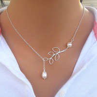 High Quality Hollow Leaves Shaped Simulated Pearl  Woman Necklace With Clavicle Chain Silver Plated Charming Jewelery NL-0689
