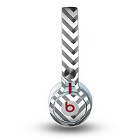 The White & Black Sketch Chevron Skin for the Beats by Dre Mixr Headphones