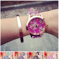 Pastoral Gold Dial Silicone Women Casual Wristwatch