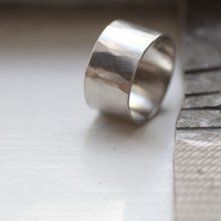 Unique Hammered White Gold Wedding Band - 12mm