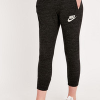 Nike Gym Vintage Capri Leggings in Black - Urban Outfitters