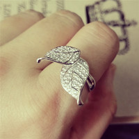 YAN & LEI Alloy Spinning Double Leaf Ring