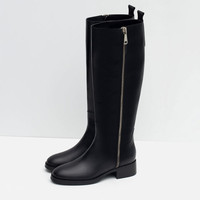 FLAT LEATHER BOOTS WITH ZIP