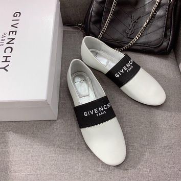 GIVENCHY PARIS Casual Loafer