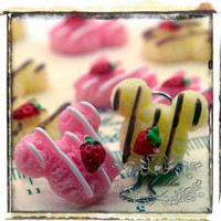 6 PCS X 28MM (Pick Your Color) Kawaii Mickey Mouse Cabochons Cute Biscuit Cabochon Cream Cookies Cabochon Strawberry Resin Flat Back (MK01)