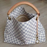 Louis Vuitton monogrammed casual ladies high-volume handbag