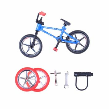 Color Randmonly Alloy Mini Finger Bikes Boy Toy Creative Game BMX Bike Toys Model Bicycle Fixie with Spare Tire Tools Gift