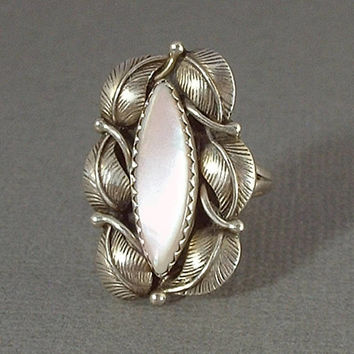 LES HILL Vintage Native American Navajo RING Pink Mother of Pearl Sterling Silver Flower Leaf Motif Size 8 Hallmarked c.1980's
